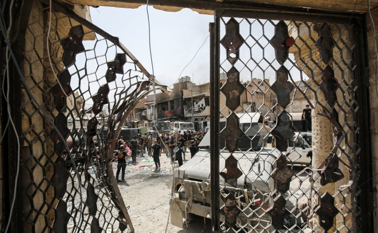 A picture taken on July 2, 2017, shows the view from the destroyed gate of Al-Nuri Mosque in the Old City of Mosul, during the Iraqi government forces' offensive to retake the city from Islamic State (IS) group fighters. (AFP PHOTO / AHMAD AL-RUBAYE)
