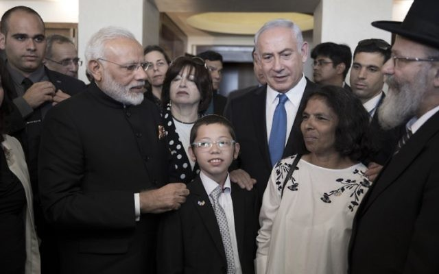 Indian Prime Minister Narendra Modi (C-L) and Prime Minister Benjamin Netanyahu (C-R) meet with Moshe Holtzberg (C), son of slain US Rabbi Gavriel Holtzberg who was killed with his wife in the November 26, 2008 attacks on the Nariman Chabad house in Mumbai, and with other relatives at the King David Hotel in Jerusalem on July 5, 2017. ( AFP PHOTO / POOL / ATEF SAFADI)
