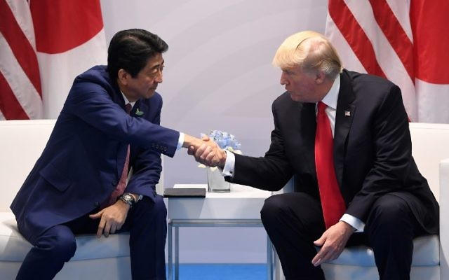 US President Donald Trump (R) and Japan's Prime Minister Shinzo Abe shake hands during a bilateral meeting on the sidelines of the G20 Summit in Hamburg, northern Germany, July 8, 2017.(AFP PHOTO / SAUL LOEB)