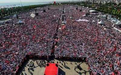Supporters of Turkey's main opposition Republican People's Party (CHP) gather during a rally in the Maltepe district of Istanbul, on July 9, 2017. (AFP/ YASIN AKGUL)