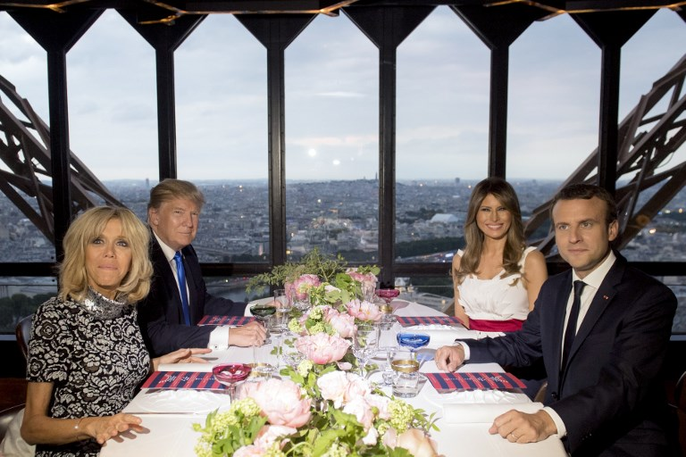 French President Emmanuel Macron (R), his wife Brigitte Macron (L), US President Donald Trump (2nd L) and First Lady Melania Trump (2nd R) attend a dinner at Le Jules Verne Restaurant on the Eiffel Tower in Paris, on July 13, 2017. (AFP PHOTO / SAUL LOEB)