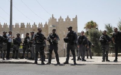 Israeli security forces stand guard in Jerusalem's Old City on July 14, 2017 following a shooting attack. (AFP/ Thomas COEX)