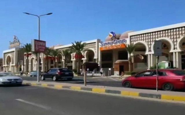 An image grab taken from an AFPTV video shows the road outside a hotel along the beach promenade where a stabbing attack took place in the Red Sea Resort of Hurghada on July 14, 2017. (AFP PHOTO / AFPTV / STRINGER)