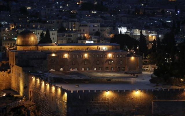 A picture taken on July 14, 2017 shows the Temple Mount compound in the Old City of Jerusalem, after it was locked down earlier in the day following a terror attack (AFP PHOTO / Ahmad GHARABLI)