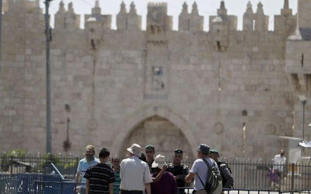 Israeli border policemen stand guard outside Damascus Gate, a main entrance to Jerusalem's Old City, on July 15, 2017. (AFP/Ahmad Gharabli)