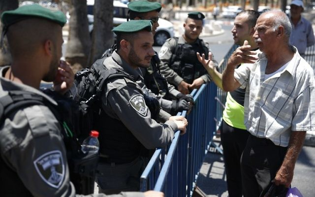 Israeli border policemen stand guard outside Damascus Gate, a main entrance to Jerusalem's Old City, on July 15, 2017, after security forces locked down parts of Jerusalem's Old City and an ultra-sensitive holy site remained closed following an attack that killed two police officers and heightened Israeli-Palestinian tensions. (AFP PHOTO / AHMAD GHARABLI)