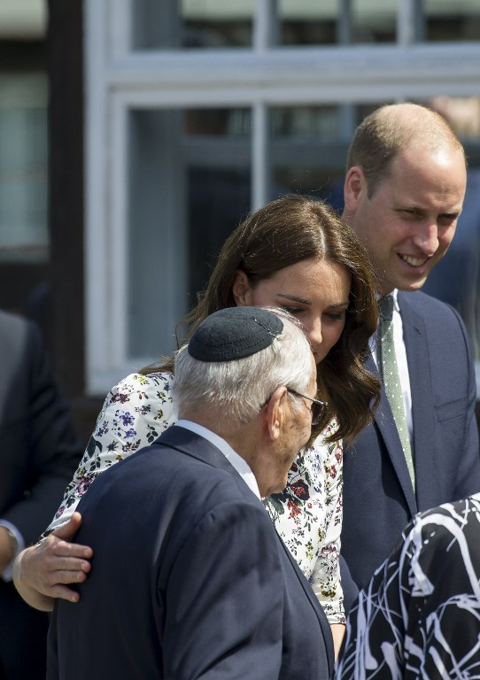 Britain's Prince William, Duke of Cambridge (R), and his wife Kate, the Duchess of Cambridge, visit the former Stutthof Nazi concentration camp near Gdansk, Poland, in the company of survivors, on July 18, 2017. (AFP PHOTO / Simon Krawczyk)