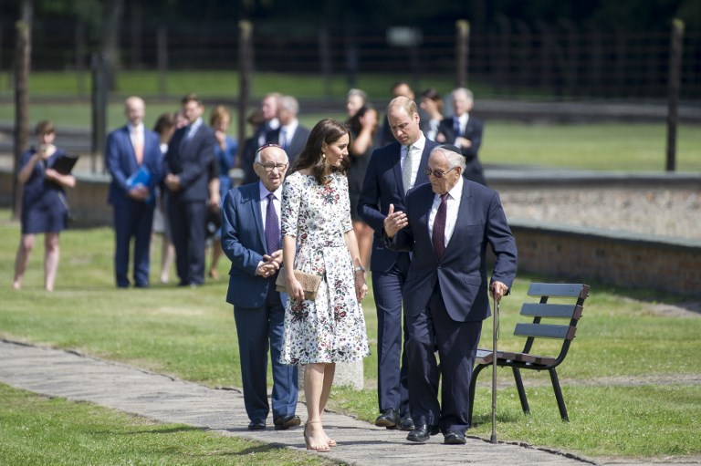 Britain's Prince William, Duke of Cambridge (2nd R), and his wife Kate, the Duchess of Cambridge, visit the former Stutthof Nazi concentration camp near Gdansk, Poland, on July 18, 2017. (AFP PHOTO / Simon Krawczyk)