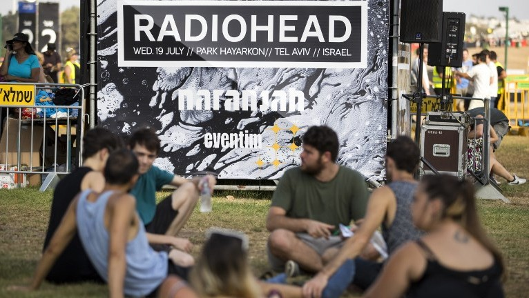 Fans wait to attend a concert by Radiohead in Tel Aviv on July 19, 2017. (AFP/Jack Guez)