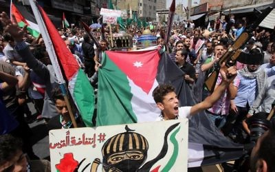 Jordanians shout slogans during a demonstration in Amman on July 21, 2017, protesting against new Israeli security measures implemented at the Temple Mount. (AFP/Khalil Mazraawi)