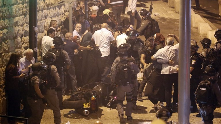 Border Police attempt to disperse demonstrators outside Lions Gate, a main entrance to Jerusalem's Old City, on July 22, 2017. (AFP Photo/Ahmad Gharabli)