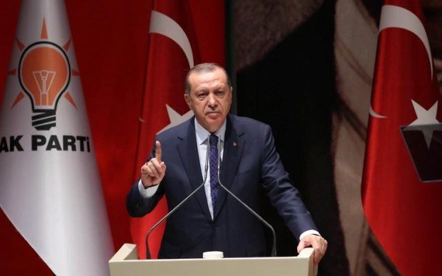 Turkish President Recep Tayyip Erdogan gesturing as he delivers a speech in Ankara, July 01, 2017. (AFP/ADEM ALTAN)