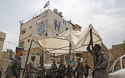 Border Police officers remove structures placed by Israeli settlers at the contested Machpela House in the West Bank city of Hebron on July 26, 2017. (AFP Photo/Hazem Bader)