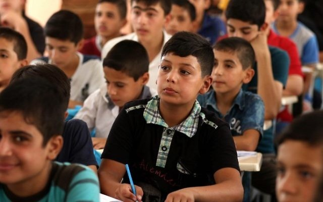 Iraqi boys attend a class at a school in west Mosul on July 27, 2017. (AFP PHOTO / SAFIN HAMED)