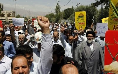 Iranians carry signs and chant anti-Israel slogans at a demonstration after Friday prayers in the capital Tehran on July 28, 2017 against Israeli security measures implemented at the Temple Mount compound in the Old City of Jerusalem. (AFP/Stringer)