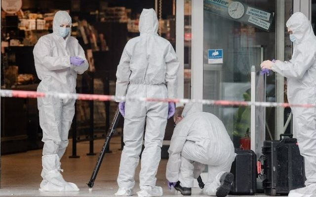 Police investigator work at the area around a supermarket in the northern German city of Hamburg, where a man killed one person and wounded several others in a knife attack, on July 28, 2017.  (AFP/dpa/Markus Scholz)