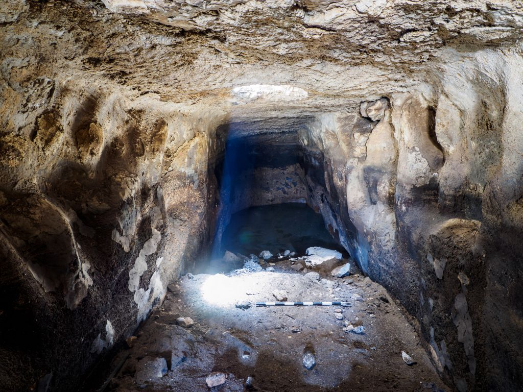 View from inside the Rosh Ha'Ayin reservoir. (Assaf Peretz, IAA)