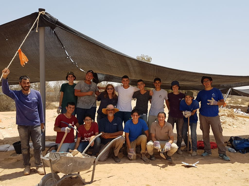 Youth participated in the Ramat Negev wine press dig alongside archaeologists, summer 2017. (Orit Afflalo, Israel Antiquities Authority)