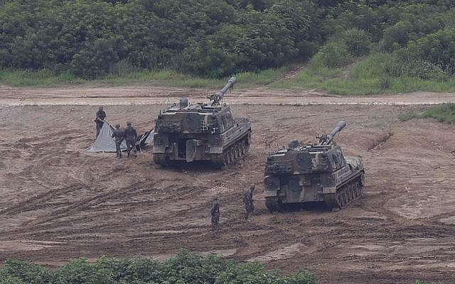 South Korean army soldiers prepare their military exercise in Paju, South Korea, near the border with North Korea, Sunday, July 30, 2017 (AP Photo/Ahn Young-joon)