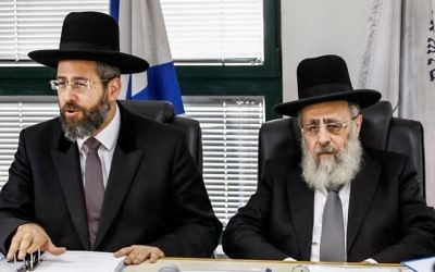 Chief Ashkenazi Rabbi David Lau (L) and Sephardi Chief Rabbi Yitzhak Yosef attend a meeting of the Rabbinate Council in Jerusalem on November 4, 2013. (Flash90)