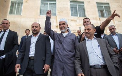 The leader of the Northern Branch of the Islamic Movement in Israel, Sheikh Raed Salah (center), marches with his supporters outside the Jerusalem District Court on October 27, 2015, where he received a sentence of eleven months in prison for incitement to violence and racism against Jews. (Yonatan Sindel/Flash90)