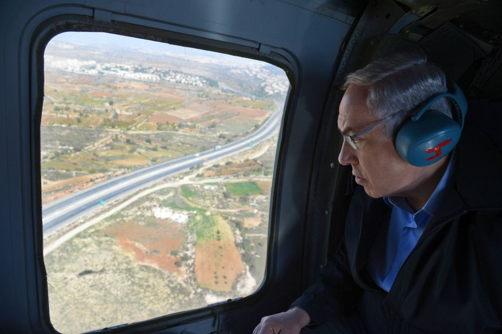 Prime Minister Benjamin Netanyahu makes his way by helicopter to the Etzion Bloc in the West Bank
