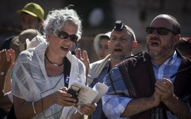 Rabbi Dr. Amy Wallk Katz (left) leads as Rabbi Steven Wernick (far right), CEO of the United Synagogue of Conservative Judaism, prays at the Western Wall plaza, in Jerusalem's Old City, on July 7, 2016. (Hadas Parush/Flash90)
