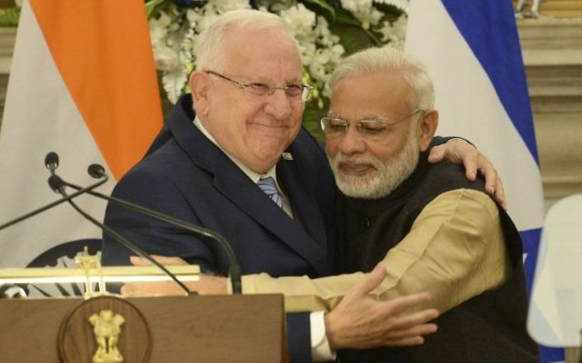 President Reuven Rivlin (L) hugs with Indian Prime Minister Narendra Modi during a joint press conference in New Delhi on November 14, 2016. President Rivlin was in India for an official state visit.  (Mark Neyman/GPO)