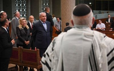 Prime Minister Benjamin Netanyahu and his wife Sara visit a synagogue in Strasbourg, France, on June 30, 2017. (Kobi Gideon/GPO/Flash90)
