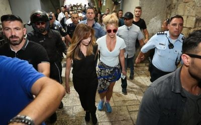 American singer Britney Spears (c) visits at the Western Wall tunnels in Jerusalem's Old City, ahead of her concert tomorrow night in Tel Aviv. July 2, 2017. (Shlomi Cohen/Flash90)