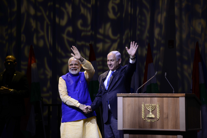 Prime Minister Benjamin Netanyahu and his Indian counterpart Narendra Modi at an event celebrating 25 years of good relations between Israel and India, at the Convention Center in Tel Aviv, on July 5, 2017 (Tomer Neuberg/Flash90)