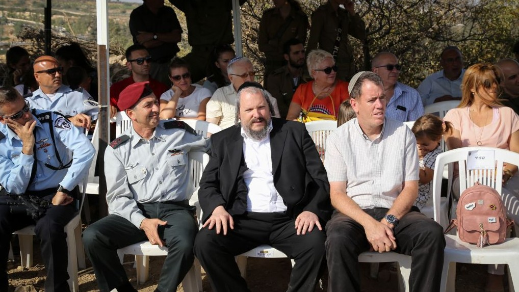 Mayor of Beitar Illit Meir Rubinstein (C) and head of the Kiryat Arba regional council Malachi Levinger (R) at a ceremony welcoming new IDF Etzion Brigade commander Lt.-Col Sharon Asman (L) on July 06, 2017. (Gershon Elinson/Flash90)