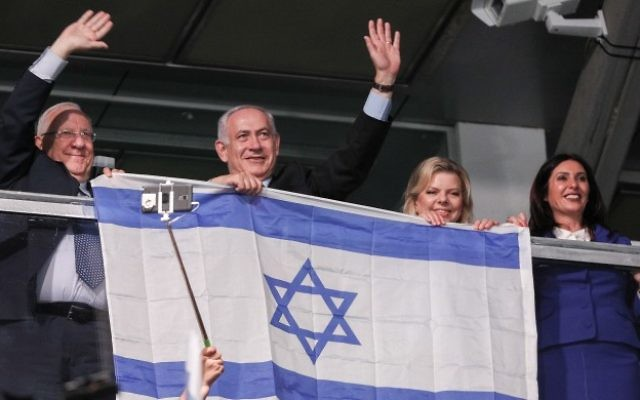 Israeli President Reuven Rivlin, Prime Minsiter Benjamin Netanyahu and his wife Sara, and Minister of Culture and Sport Miri Regev attend the opening ceremony of the 20th Maccabiah Games in Jerusalem, July 06, 2017. (Yonatan Sindel/Flash90)