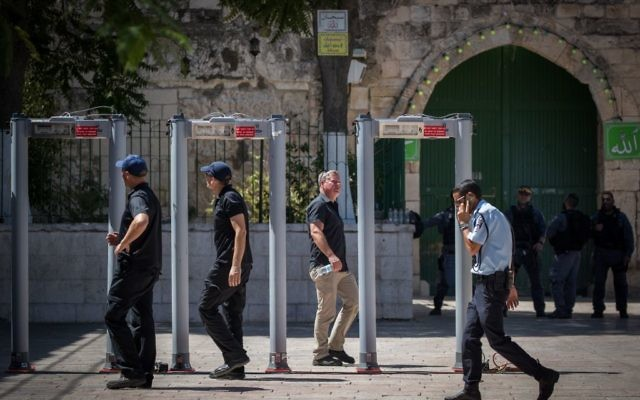 Israeli security forces near metal detectors placed outside the Temple Mount, in Jerusalem's Old City, on July 16, 2017. (Yonatan Sindel/Flash90)
