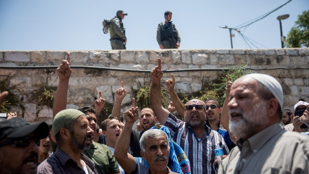Jew Detector: Netanyahu Says Israel Won't Remove Temple Mt. Metal