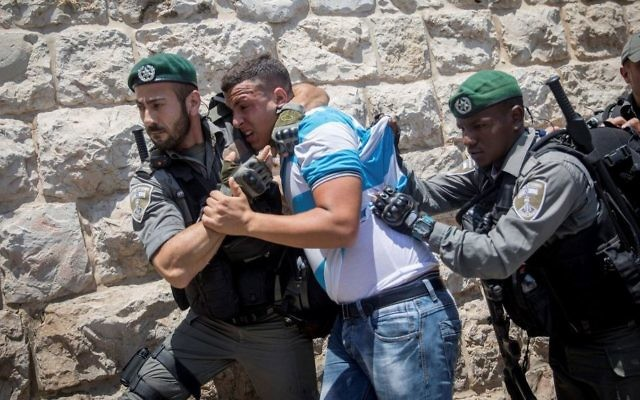 Border Police officers clash with Muslim worshipers during a protest at the Old City of Jerusalem's Lions Gate on July 19, 2017. (Yonatan Sindel/Flash90)