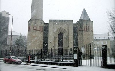 The front entrance of the King Fahd Mosque in Edinburgh, December 22, 2009. (Public domain Wajihaq, Wikimedia commons)