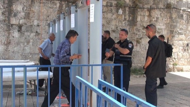 Jew Detector: Compromise Weighed To Remove Temple Mount Metal Detectors