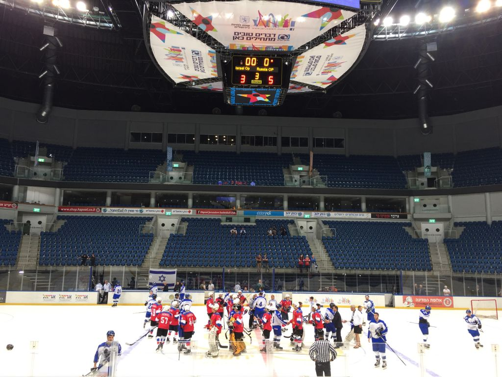 Russian (in red) and Israeli Maccabiah teams shaking hands after Sunday's match, which ended 5 to 3, Russia (Jessica Steinberg/Times of Israel)