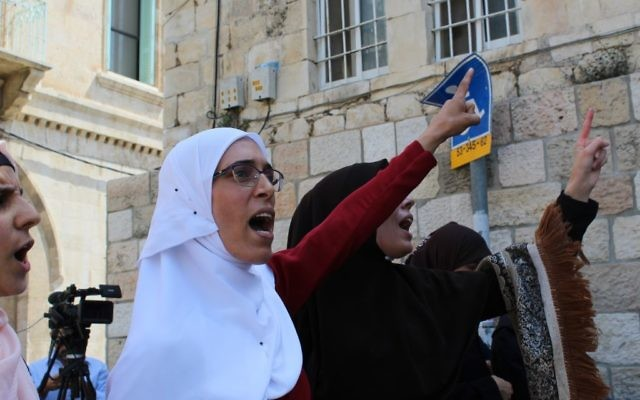 Jew Detector: Muslims Maintain Temple Mount Boycott After Detectors
