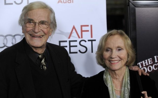 "Martin Landau, left, and Eva Marie Saint, who were fellow cast members in Alfred Hitchcock's 1959 film ""North by Northwest,"" pose together at the premiere of the film ""The Imaginarium of Dr. Parnassus"" at AFI Fest 2009 in Los Angeles, November 2, 2009. (AP/Chris Pizzello)"