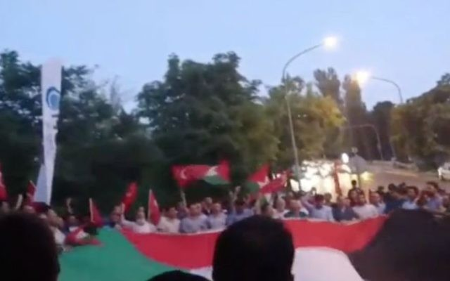 Protestors demonstrate outside the Israeli consulate in Istanbul over the closure of the Temple Mount following a deadly terror attack on July 14, 2017. (Screen Capture: Channel 2)