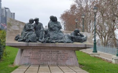 A memorial to the Vel' d'Hiv Roundup, on Quai de Grenelle in Paris. (CC BY-SA Leonieke Aalders, Wikimedia commons)