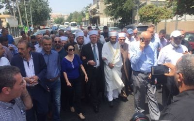 Members of the Joint (Arab) List and members of the Islamic Waqf walking towards the Old City of Jerusalem in an attempt to get to the Temple Mount, July 21, 2017. (Courtesy: Joint Arab List)