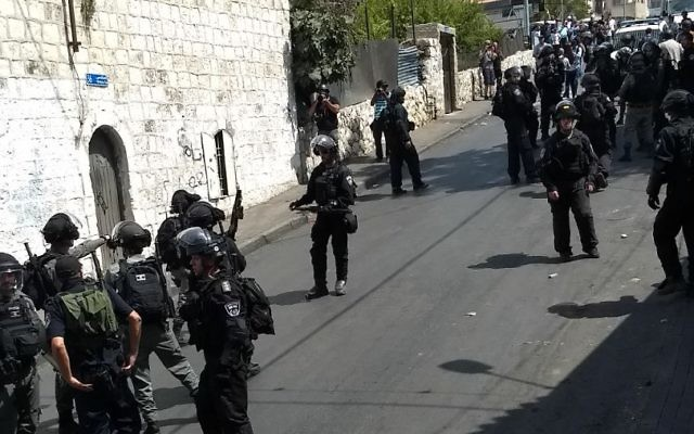 Israeli security forces move in to stop Palestinian rioter in Wadi Joz, near the Old City of Jerusalem, July 21, 2017. (Judah Ari Gross/Times of Israel)