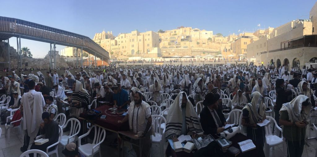Some 2,000 grassroots activists attended a prayer 'protest' organized by Mercaz Liba at the Western Wall on July 24, 2017. (courtesy)