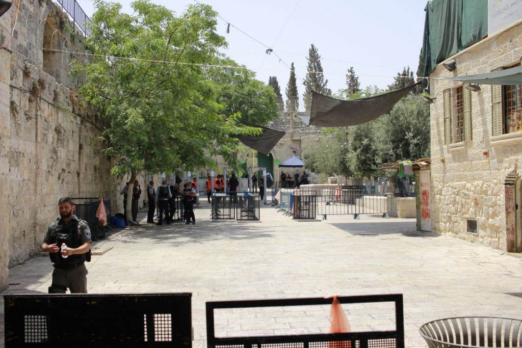 Checkpoints set up by police ion the Old City to check worshipers on their way to the Temple Mount, July 21, 2017. (Judah Ari Gross/Times of Israel)