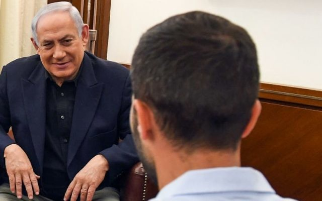 Benjamin Netanyahu meets with Ziv (R), the Israeli guard who was stabbed in the Amman embassy complex earlier this week, and Israel's ambassador to Jordan Einat Schlein (not pictured), at the Prime Minister's Office in Jerusalem on July 25, 2017. Haim Zach / GPO)
