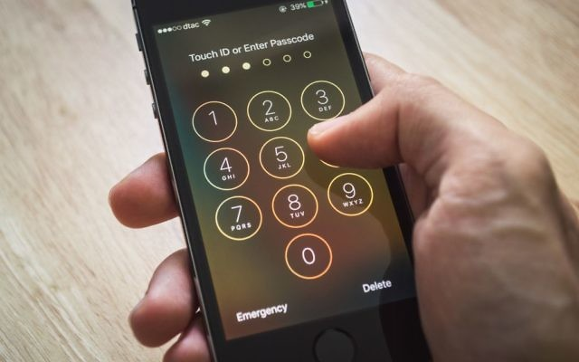 Apple iPhone5 showing its screen with numpad for entering the passcode. (Watschiwit/iStock)