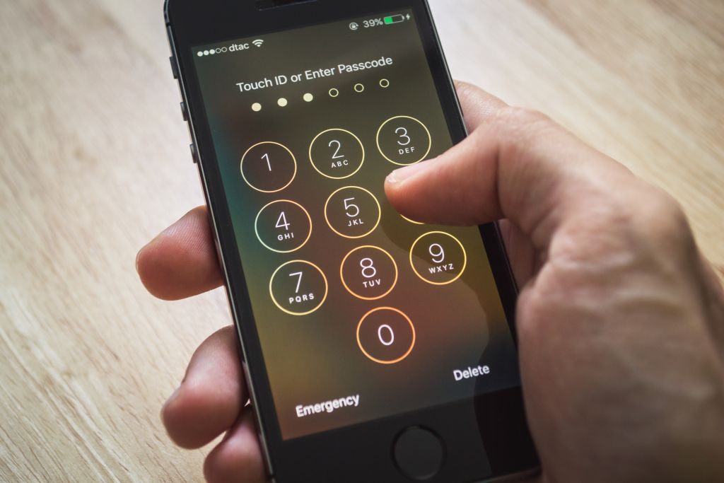Apple Officially Closes 'Loophole' Cops Used To Suck Your iPhone Data